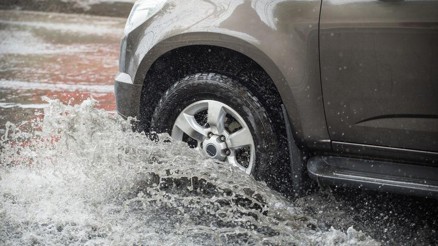 NEXCO東日本と西日本は、大雨の影響による8月13日以降の通行止めの可能性について発表した。