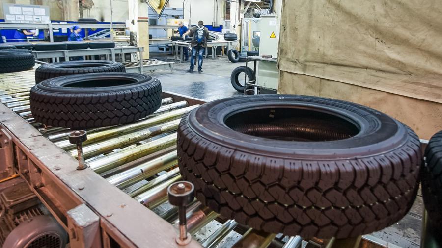 産業技術総合開発機構|産業技術総合研究所|先端素材高速開発技術研究組合|横浜ゴム|タイヤ製造のイメージ画像