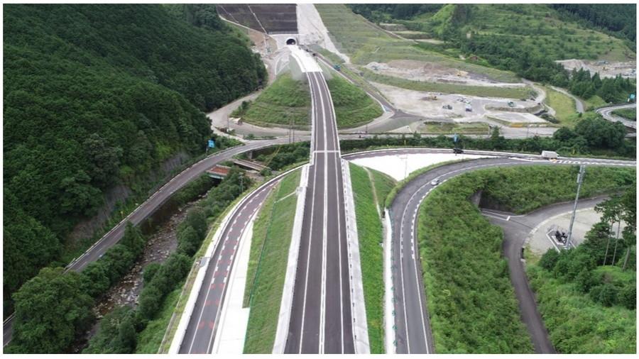2021年8月29日に全線開通した熊野尾鷲道路の航空写真