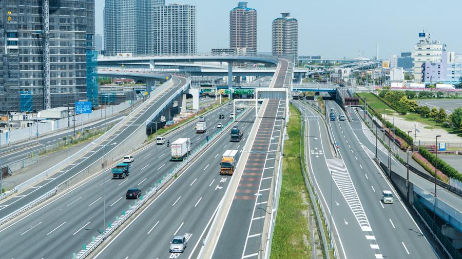 混雑が見込まれる時間帯や曜日を区切って料金を値上げし、交通量を抑える「ロードプライシング」の本格導入が検討されている。