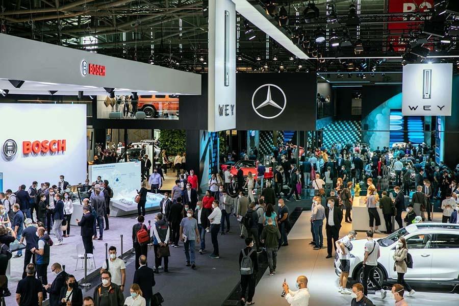 メイン会場となった「メッセ・ミュンヘン」。主催者によれば32カ国から744社が出展。期間中40万人が来場した(写真提供:IAA)