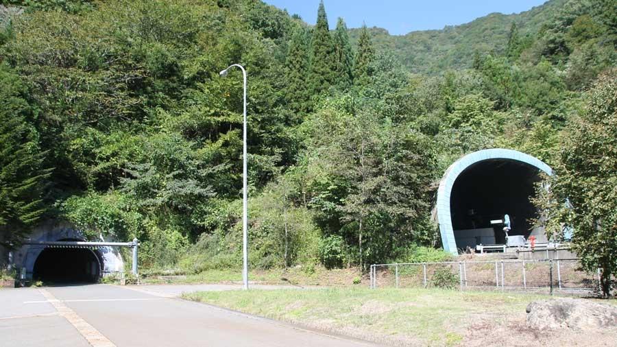 高速道路|非常口|避難抗|緊急避難路|非常階段|災害|防災|関越トンネルと避難抗