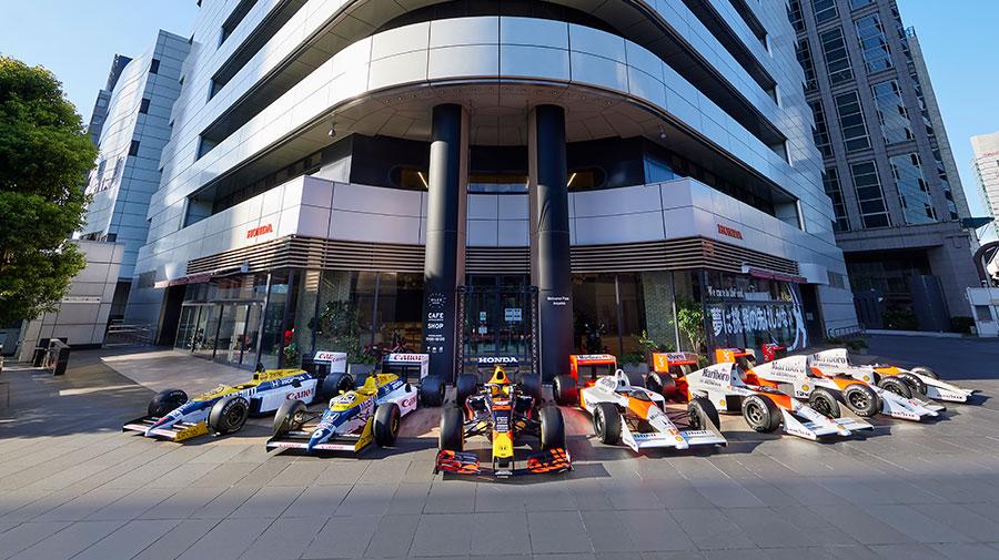 本田技研工業本社前に並べられた歴代F1マシンたち