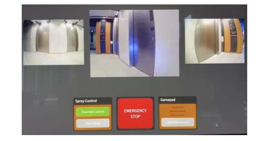 遠隔監視・制御システムROBO-HI(ロボハイ):カメラ画面を確認しながらコントローラーで前進後退、左右操舵、灯火類、消毒撒布機能の制御を行える。
