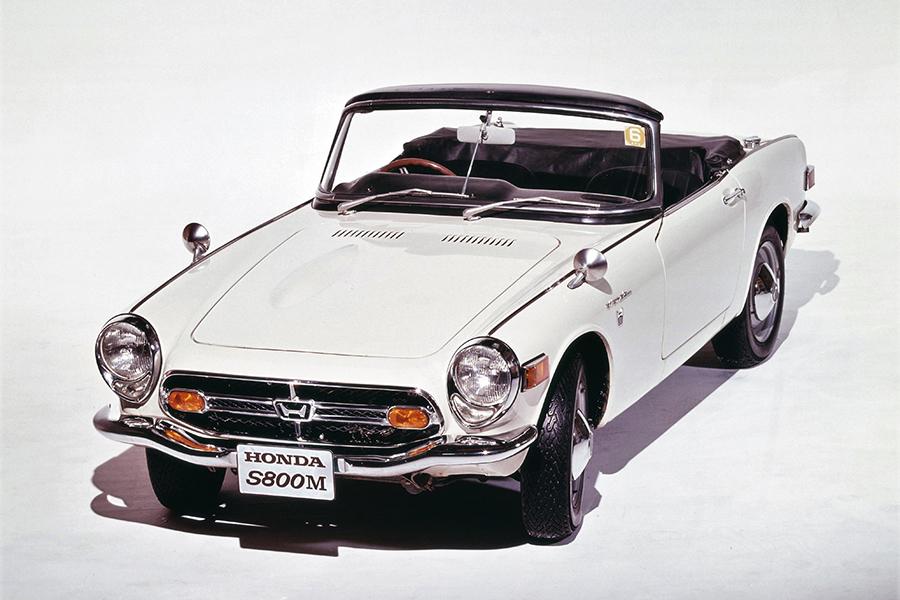 国内販売仕様の最終モデルとなったS800M。前輪ディスクブレーキとラジアルタイヤが標準装備されるなど近代化され、価格は75万円。